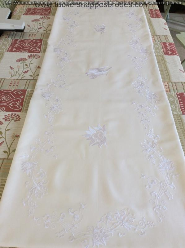 Broderies blanches reduite