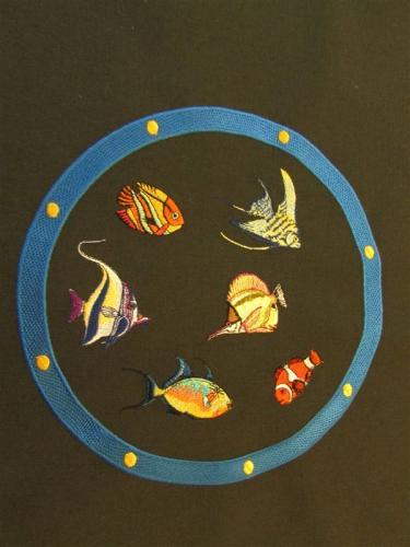 chemin-de-table-poissons-gros-plan-hublot-moyenne-2.jpg