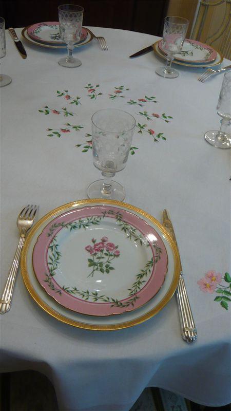 nappe-roses-gros-plan-assiette-moyenne-3.jpg