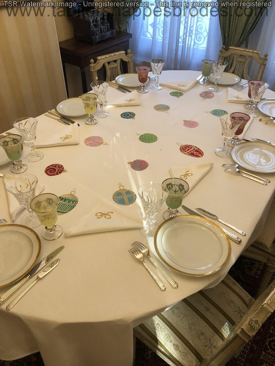 Nappe brodee oeufs faberges bis ok 1